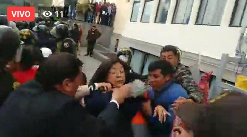 Brutal agresión contra congresistas del Frente Amplio y detención de mineros